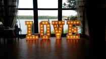 Podswietlany napis LOVE do wynajecia